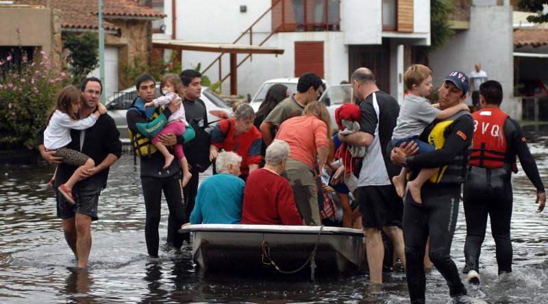 zzzznacg2NOTICIAS ARGENTINAS LA PLATA, ABRIL 3: Inundaciones en la ciudad de La Plata. Foto NA: CLAUDIA CONTERIS/D.Popular zzzz